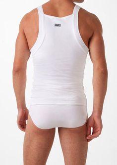 Debardeur 2xist Form : Debardeur à col carré pour être invisible sous une chemise, ce boxer est conçu pour vous apporter un soutien abdominal. Il est composé d'une partie extèrieure, qui se voit en coton plus d'une partie en polyester resserrée pour vous affiner la silhouette.