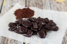 Disse karameller med kakao kan du lave i mikroovnen på 10 minutter. De smager virkelig godt og er super nemme at lave.