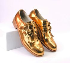 Original ABO gold fringe brogues with buckle fastenig. We ship worldwide, check out our e shop www.abo-shoes.com! #abo #aboshoes #shoes #brogues #gold #midastouch #oxfords #fringes #handmade #fashion #style #buckleshoes