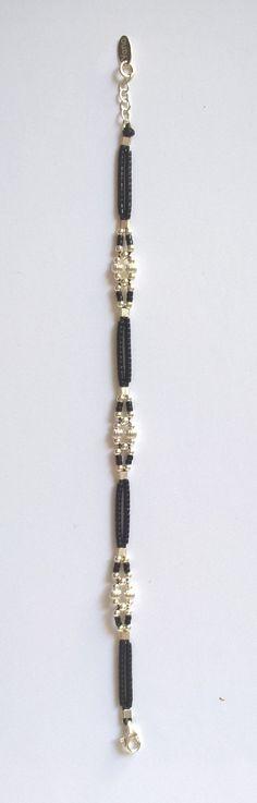FRANCAIS Bracelet conçu et réalisé par mes soins entièrement à la main. Tissage de petites perles dargent 925 et de miyuki noir (2 à 3 mm) sur cordon de soie/polyester noir, résistant à leau, (déconseillé en piscine chlorée : risque de décoloration). Finitions soignées (chaîne de