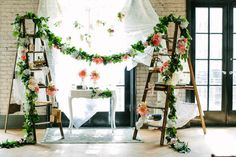 Whimsical wedding ceremony backdrop | Image by A Brit & A Blonde