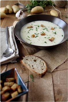 【ほっこりポタージュスープ】  基本のクリームポテトを作っておけば、さらに牛乳を加えてのばし、コンソメや塩こしょうで味付けすればポタージュの出来上がり。最初からつくるとなると大変なポタージュスープも簡単に作れます。  これからの季節にぴったりのあったかメニューですね。