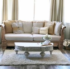 An easy method to achieving a deconstructed inspired daybed. For months I searched for a non-typical daybed that I could use as a sofa in my master bedroom. Daybed Couch, Fainting Couch, Diy Daybed, Diy Couch, Paint Couch, Daybed Ideas, Couch Pillows, Chest Furniture, Home Furniture