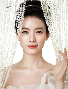 Han Hyo Joo (b.1987) is a popular South Korean actress. She is best known for acting in Brilliant Legacy in 2009 and Dong Yi in 2010.
