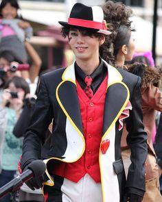 Face Characters, Disney Villains, Alice In Wonderland, Riding Helmets, Cartoons, Bands, Carnival, Costumes, Cartoon