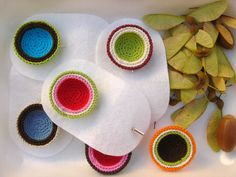 beautiful pin from pregadeiras & a lot more bright color craft at her blog