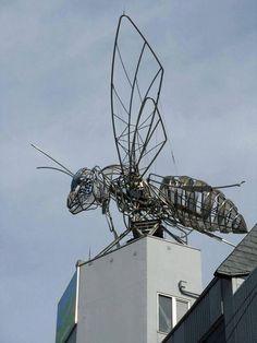 Escultura de um inseto gigante na cidade de Den Den, Osaka, Japáo