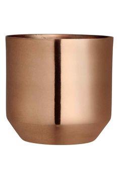 Pot en métal: Pot en métal. Diamètre en haut 13 cm, hauteur 13 cm.
