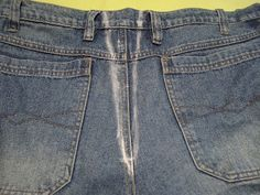 justVa : PAP - Como apertar calça jeans Diy Clothing, Sewing Clothes, Custom Clothes, Sewing School, Sewing Class, Old T Shirts, Cycling Outfit, Refashion, Sewing Hacks