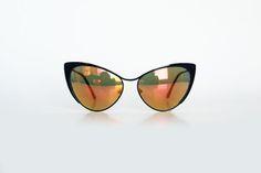 Óculos cat eye preto espelhado