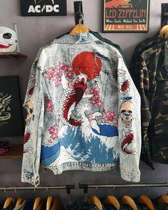 Painted Denim Jacket, Painted Jeans, Painted Clothes, Denim Fashion, Look Fashion, Fashion Design, Diy Clothing, Custom Clothes, Custom Denim Jackets