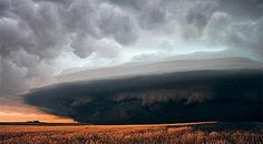 Supercell storm and mammatus cloud formations (Photo: Mike Hollingshead and Eric Nguyen)