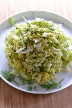 Täydellinen Varhaiskaalisalaatti. Voit korvata hunajan agavesiirapilla. Raw Food Recipes, Wine Recipes, Salad Recipes, Vegetarian Recipes, Cooking Recipes, Healthy Recipes, Raw Food List, I Love Food, Good Food