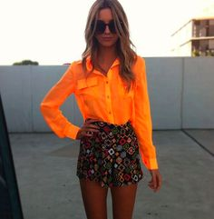 Look Hot Pants + Laranja. Modait, Moda it, fashion, style, moda. Summer Fashion Outfits, Spring Summer Fashion, Love Fashion, Fashion Trends, Orange Fashion, Fashion Logos, Gypsy Fashion, Summer Chic, Style Summer