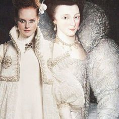 Elizabeth Vernon Countess of Southampton attributed to Marcus Gheeraerts the Younger 1600 and Chanel pre fall 2013  • Instagram : Mode.Arte • Facebook Mode.Arte • Tumblr : modearte.tumblr.com © Marion Trumier