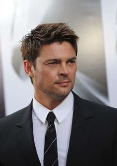 Karl Urban. Dear god, that man is beautiful.