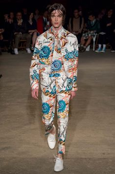 http://www.style.com/slideshows/fashion-shows/spring-2016-menswear/alexander-mcqueen/collection/32