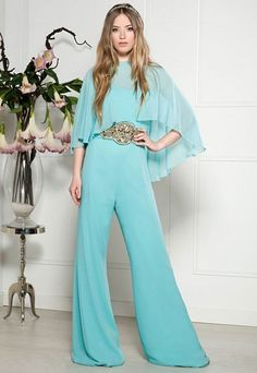 You can be the perfect guest with this mint jumpsuit! Day Dresses, Evening Dresses, Prom Dresses, Modelos Plus Size, Bridal Fashion Week, Elegant Outfit, Jumpsuit Dress, Fashion Outfits, Womens Fashion