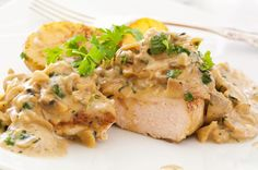 Chicken fillet in creamy mustard sauce. There are a huge number of recipes for chicken, these dishes look great as festive and everyday table. Creamy Mushroom Chicken, Rosemary Chicken, Fresh Chicken, Tarragon Chicken, Mushroom Sauce, Chicken Broccoli, Lemon Chicken, Pollo Al Champignon, Creamy Mustard Sauce