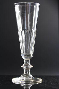 BACCARAT, vers 1940, 9 flûtes à Champagne, en cristal taillé, côtes plates