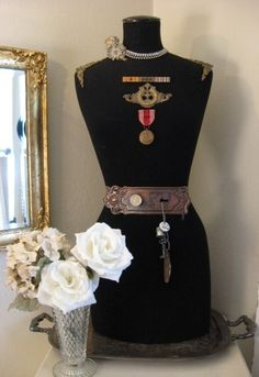❥ dress form, a nice was to display metals