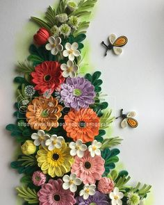 Image may contain: flower Paper Quilling Flowers, Quilling Work, Paper Quilling Patterns, Quilling Jewelry, Quilling Paper Craft, Paper Crafts, Quilling Ideas, Quilling Photo Frames, Quilling Birthday Cards
