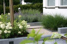 50 Vertical Garden Ideas That Will Change the Way You Think About Gardening - The Trending House Front Gardens, Outdoor Gardens, Back Garden Design, Garden Paving, Classic Garden, Contemporary Garden, Garden Cottage, Garden Structures, Balcony Garden