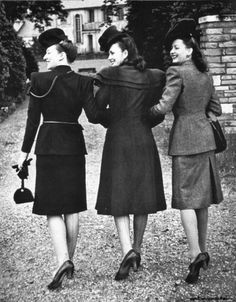 With the war in Europe over, fashion raised its beautiful head, and hemlines. Three British models stride out to show off their clothes, which was strictly export only.  July 21, 1945 Fashion Foto, 1940s Fashion, Fashion History, Vintage Fashion, 1940s Inspired Fashion, Club Fashion, Fashion Glamour, Petite Fashion, Look Retro