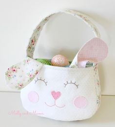 Sweet Easter basket using the Molly and Mama Darling Daisy purse pattern hack