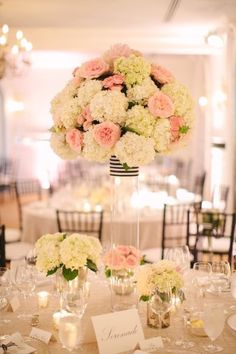 Wedding ideas on pinterest mariage peonies and centerpieces for Bouquet de fleurs centre de table