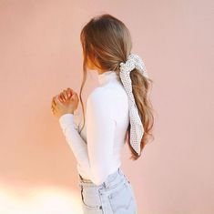 Hairdressing Advice That Will Keep Your Hair Looking Great. Are you affected by constant bad hair days? Do not stress about your hair, rea Hair Scarf Styles, Long Hair Styles, Kristin Johns, Staple Design, Scarf Hairstyles, Hairstyles With Ribbon, Cute Messy Hairstyles, Cute Everyday Hairstyles, Fall Hairstyles