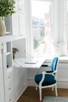 An Ikea Hack Totally Transforms this San Francisco Apartment - Style Me Pretty Living Ikea Built In, Built In Desk, Bookshelf Desk, Bookshelves Built In, Bookcases, Fold Out Desk, Drop Down Desk, San Francisco Apartment, Small Workspace