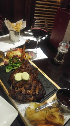 [I ate] Tomahawk stake it's really big! Snap Food, Food Snapchat, Yummy Food, Tasty, Food Goals, Aesthetic Food, Food Cravings, International Recipes, Healthy Dinner Recipes