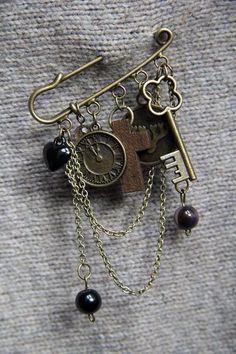 """""""Old Curiosity Shop"""" hamd made kilt pin brooch. Bronze charms, bronze chain, wooden and glass beads. Брошь-булавка """"Лавочка древностей"""". Бронзовые шармы, цепь, бусины (дерево, стекло)."""
