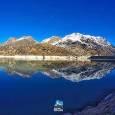 """""""O mundo é como um espelho que devolve a cada pessoa o reflexo de seus próprios pensamentos e seus atos. A maneira como você encara a vida é que faz toda diferença. A vida muda quando você muda"""". Desejamos à todos uma semana incrível! Foto inspiração de Rogério Sarlo - nosso aluno no Curso de Gelo e Alta Montanha 2016. #AltaMontanha #GentedeMontanha #Montanhismo #Mountains #Spot #SpotBR #GarminBrasil #ProntosparaAventura #AtletasGarmin #HuaynaPotosi #Bolívia #CursodeGelo #Iceclimbing…"""