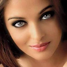 How beautiful are Aish's eyes? ❤️❤️ How beautiful are Aish's eyes? Most Beautiful Faces, Stunning Eyes, Beautiful Lips, Gorgeous Eyes, Pretty Eyes, Cool Eyes, Brunette Beauty, Interesting Faces, Woman Face