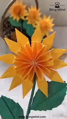DIY Origami Sunflower Craft - Try this beautiful sun flower origami craft for your home decor. Origami is the good family indoor a - Cool Paper Crafts, Paper Flowers Craft, Paper Crafts Origami, Diy Flowers, Diy Crafts Hacks, Diy Crafts For Gifts, Diy Arts And Crafts, Creative Crafts, Instruções Origami
