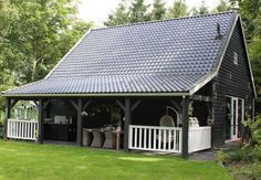 Natuurhuisje 27192 - vakantiehuis in Wijnjewoude Black Building, Building A House, Oak Framed Buildings, Black Barn, Home Porch, Holiday Places, Garden Studio, Garage Design, Wooden House