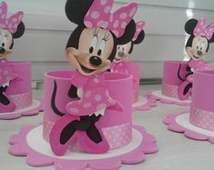 centro-de-mesa-minie-rosa-baleiro Minnie Mouse Pinata, Minnie Mouse Birthday Decorations, Minnie Birthday, Diy Party Decorations, 2nd Birthday Parties, Mini Mouse Baby Shower, Mickey Cakes, Mickey Party, Mouse Parties