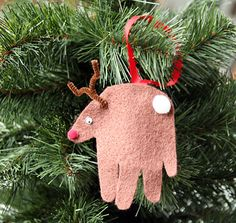 Your little tykes will be delighted to learn that their handprint, cut out of felt, looks a lot like a  reindeer  when you turn it upside and add some pipe cleaner antlers and a googly eye.