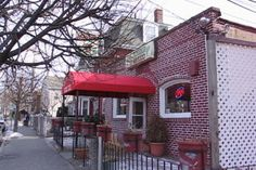 Welcome to Boston's Hidden Restaurants! Our site focuses on little-known restaurants in the Boston area and elsewhere in New England. Included are reviews, photos, blog entries, reader reviews and answers to questions, and much more. http://www.hiddenboston.com/