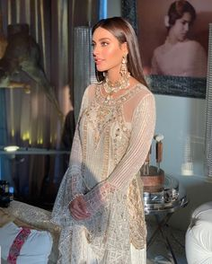 Pakistani Fashion Casual, Pakistani Formal Dresses, Pakistani Wedding Outfits, Pakistani Dress Design, Pakistani Wedding Dresses, Indian Dresses, Indian Outfits, Asian Fashion, Desi Wedding Dresses