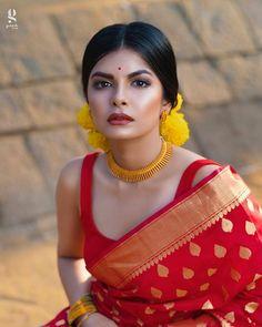 Stunning saree styling from and those chokers from ! Stunning saree styling from and those chokers from ! Saree Look, Red Saree, Bollywood Saree, Bollywood Fashion, Bengali Saree, Bengali Bride, Blouse For Silk Saree, Bengali Wedding, Kerala Saree