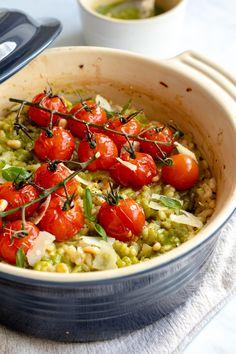 Bakad Pesto Risotto med rostade tomater I Georgie Eats – Beleza Veggie Recipes, Vegetarian Recipes, Dinner Recipes, Cooking Recipes, Healthy Recipes, Vegetarian Italian, Good Food, Yummy Food, Tasty