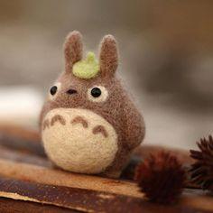 Needle Felting Kits, Needle Felted Animals, Felt Animals, Small Animals, Felted Wool Crafts, Felt Crafts, Totoro Characters, Homemade Dolls, My Neighbor Totoro