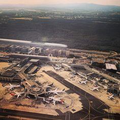 Der Frankfurter Flughafen punktet bei den Passagieren: Nach einer aktuellen Studie kann sich Deutschlands größter Flughafen über die höchste Kundenzufriedenheit aller heimische Airports freuen.
