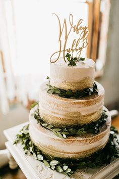 2019 Top 15 Must See Rustic Wedding Ideas---rustic gold and greenery wedding cak. - 2019 Top 15 Must See Rustic Wedding Ideas---rustic gold and greenery wedding cak. Wedding Cake Rustic, Elegant Wedding Cakes, Wedding Cake Designs, Gold Wedding Cakes, Elegant Cakes, Purple Wedding, Floral Wedding, Garden Wedding Cakes, White And Gold Wedding Cake