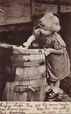 Nena amb vaixell de joguina. Primera meitat s.XX. Autor desconegut . MMB (Col. M. Mayolas) Boat, Antiques, Paper, Postcards, Fictional Characters, Author, Antiquities, Dinghy, Antique