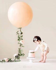 52 Ideas Baby Girl Birthday Cake Smash For 2019 Birthday Girl Pictures, Baby Girl 1st Birthday, First Birthday Photos, Baby Pictures, First Birthday Balloons, First Birthday Outfit Girl, 1st Birthday Cake Smash, Smash Cake Girl, Girl Cakes
