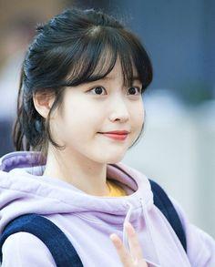 Kpop Girl Groups, Kpop Girls, Korean Girl, Asian Girl, Iu Twitter, Anime Hair, K Idol, Korean Artist, Grunge Girl